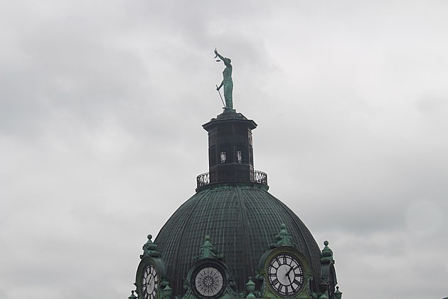 A dish is missing from the scales of justice on the Broome County Courthouse. (Photo: Bob Joseph/WNBF News)