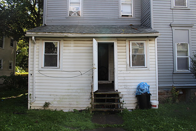 Investigators say they found heroin, cocaine and marijuana when they executed a warrant at this two-family home on Oak Street. (Photo: Bob Joseph/WNBF News)