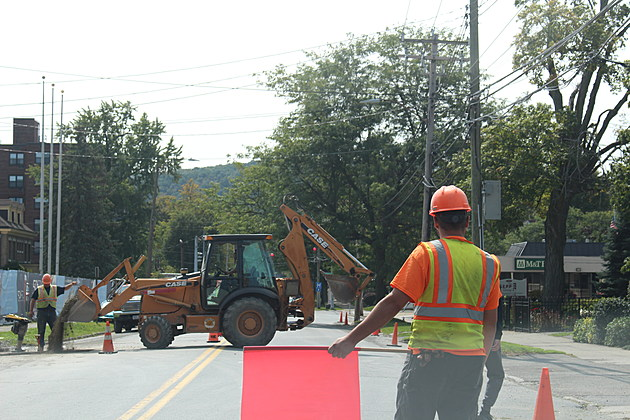 Traffic stopped on Front Street as utility work is performed at the construction site. (Photo: Bob Joseph/WNBF News)